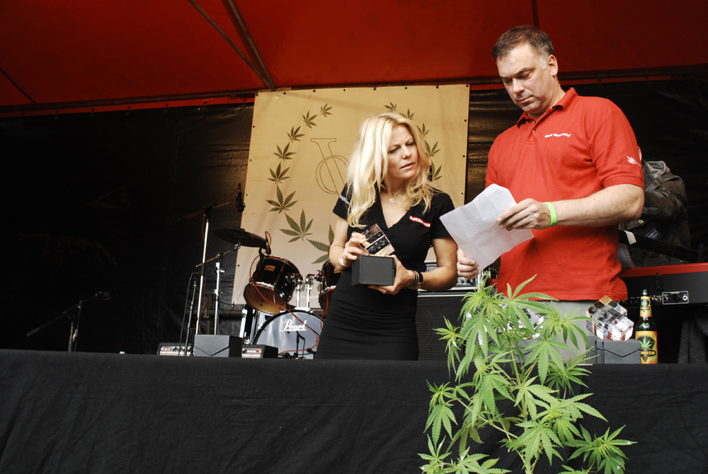 Daisy Bots and Cliff Cremer: Highlife Cannabis Cup ceremonie (© Gonzo media)