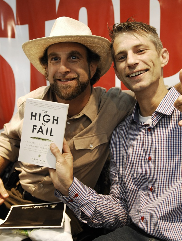 Doug Fine and Michel Degens, Cannafest, Prague, 10 november 2013 (© Gonzo media)