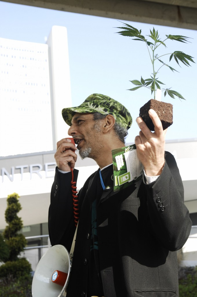Franse cannabis-activist en Encod-lid Farid: time to end the war on drugs, time to regulate! (© Gonzo media)